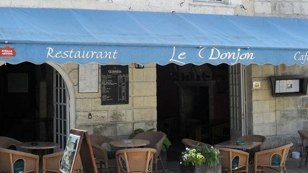 Hostellerie Le Donjon Bienvenue à L'Hostellerie Le Donjon