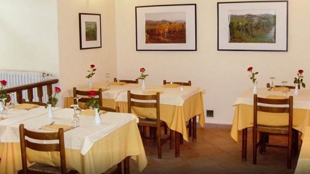 Restaurant emporio di vino trattoria di campagna mont for Ristorante della cabina di campagna