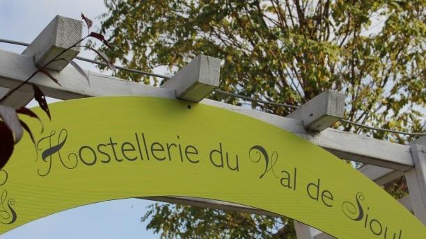 """Hostellerie du Val de Sioule Bienvenue au restaurant """"Hostellerie du Val de Sioule"""""""