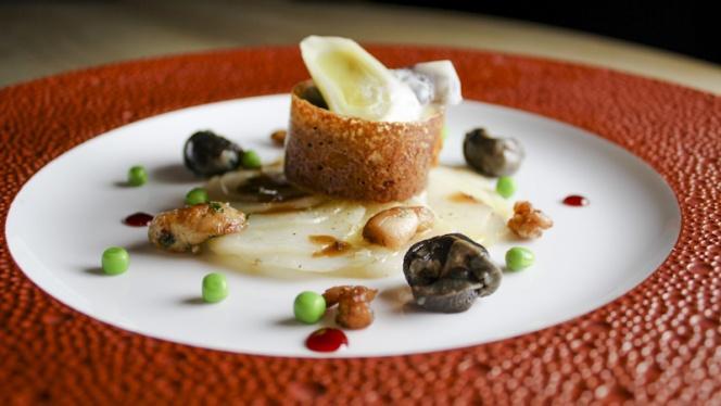 Comme un accras d'escargot, coulis de carotte -citronnelle, lait de noisette - Cuisine et Dépendances by Fabrice Bonnot, Lyon