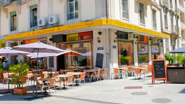 Café Bollywood Entrée et terrasse