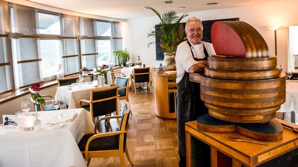 Halvemaan restaurantzaal & chef