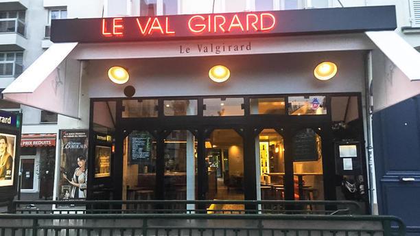 Le Val Girard Devanture