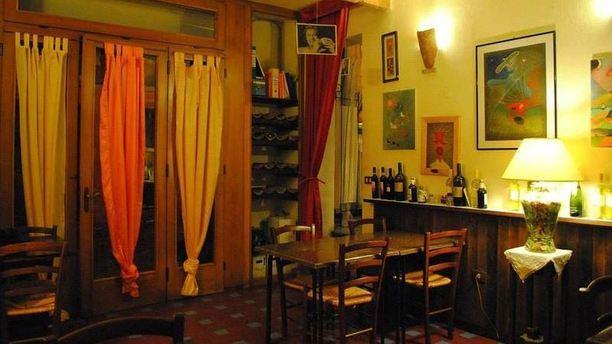 Piccola Osteria del Borgo ambiente tradizionale.JPG