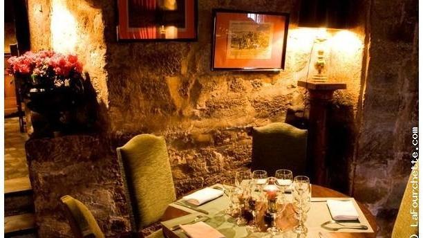 Restaurant le coupe chou paris 75005 quartier latin for Table ronde cuisine 6 personnes