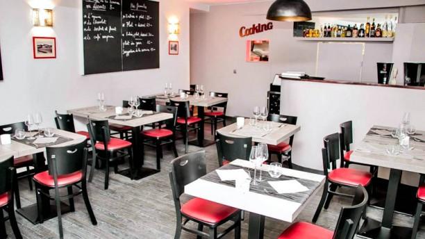 Restaurant À Table Vue de la salle