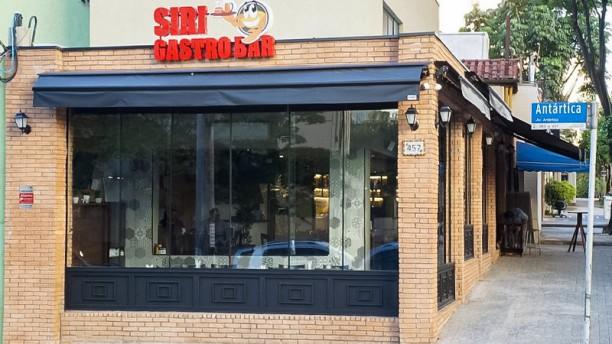 Siri Bar & Grill Entrada