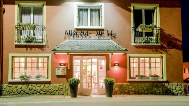 Auberge du Ru la façade by night