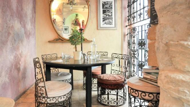 La Petite Maison dans la Cour - Restaurant - Paris