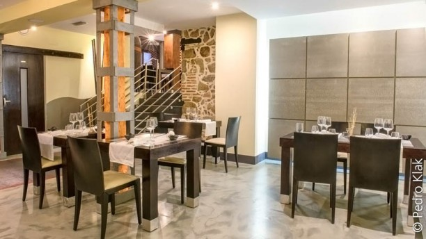 Toixos in vila restaurant reviews menu and prices for 901 salon prices