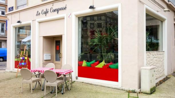 Le Café Composé Façade du restaurant