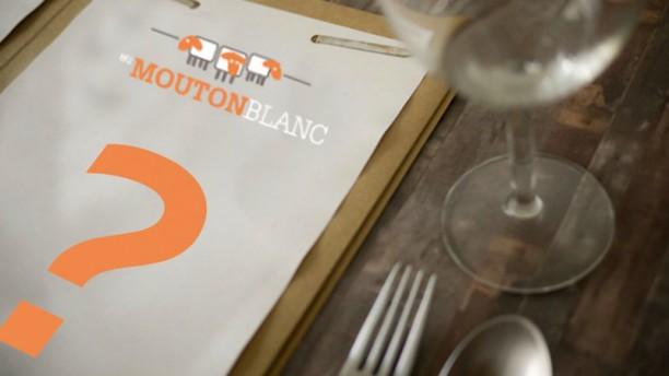 Café Au Mouton Blanc Detail van de tafel