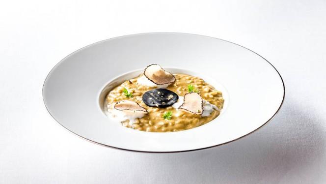 Risotto con pistacchio di Bronte, tartufo nero e caffè - La Terrazza, Rome