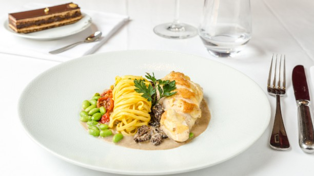 Dalloyau luxembourg in paris restaurant reviews menu for Cuisine luxembourg