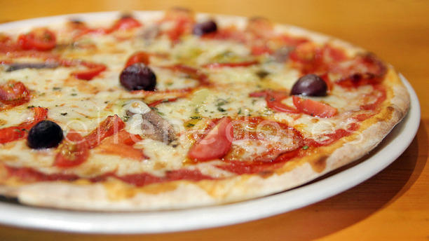 siamo buona pizza in barcelona menu openingstijden prijzen adres van restaurant. Black Bedroom Furniture Sets. Home Design Ideas