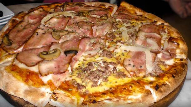 Mucci's Pl Catalunya pizza