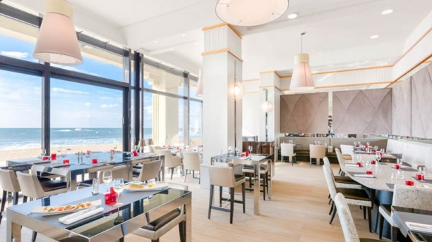 Très Le Café de la Grande Plage in Biarritz - Restaurant Reviews, Menu  HV22