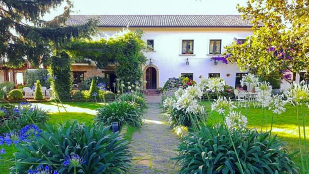 Il Casale di Riardo L'ingresso dal giardino incantato
