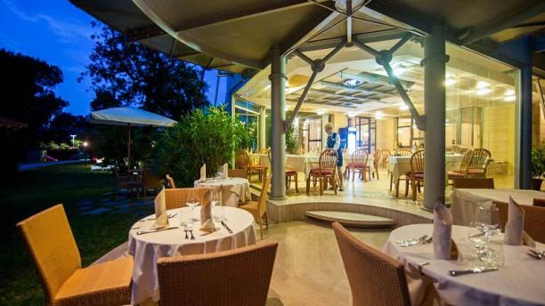 La Dolce Vita Lounge Bar Restaurant In Forte Dei Marmi