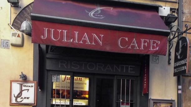 Julian L'entrata