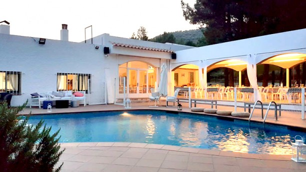 Miralles Exterior piscina