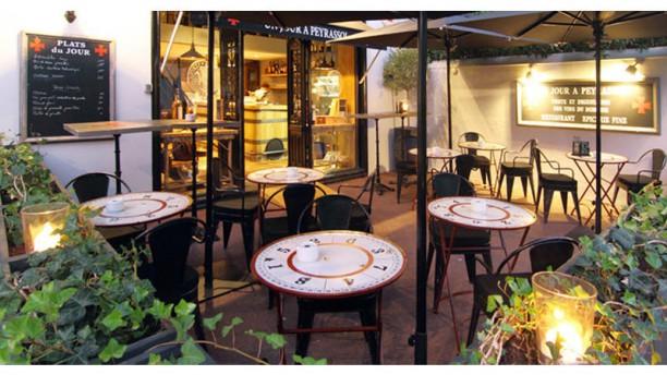 Un Jour à Peyrassol Biarritz Terrasse