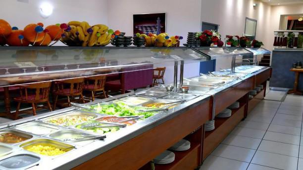 Noor Mahal Buffet froid en avant plan