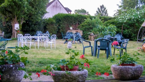 Restaurant la brocantine m r 78490 avis menu et prix for Jardin 93