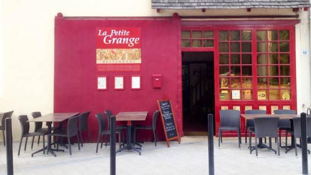 La Petite Grange Façade du restaurant et terrasse