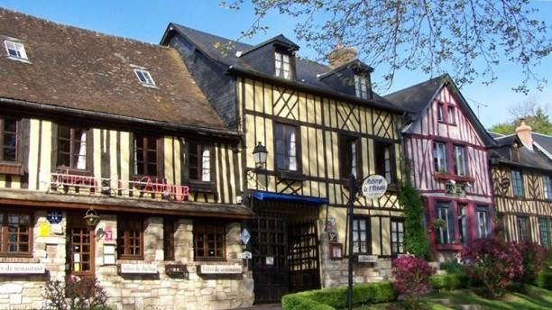 L'Auberge de l'Abbaye du Bec-Hellouin Vue de l'extérieur