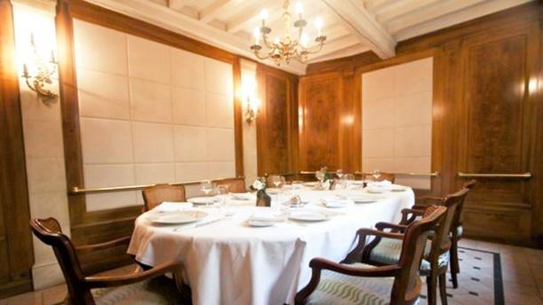 Restaurant Le Dauphin à Caen 14000 Menu Avis Prix Et Réservation