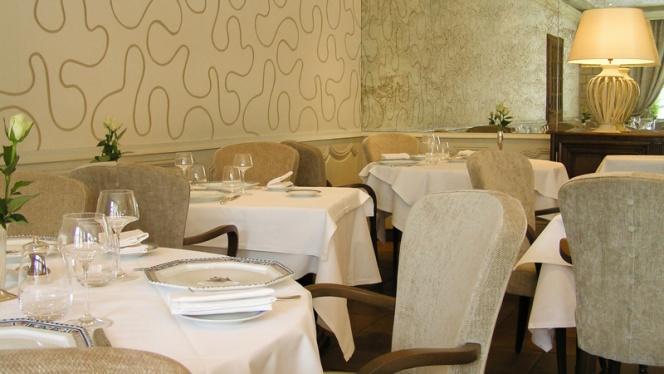 Le Dauphin - Restaurant - Caen
