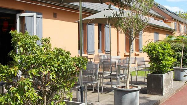 the hotel versailles h tel avenue morane saulnier 78530 buc adresse horaire. Black Bedroom Furniture Sets. Home Design Ideas
