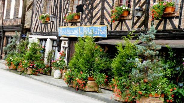 Relais de Poste Saint-Jacques Façade à Colombages