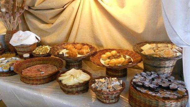 Ristorante Hotel Cavalieri ricco buffet presentato in bei cestini