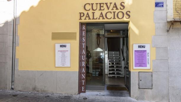 Cuevas Palacios Entrada