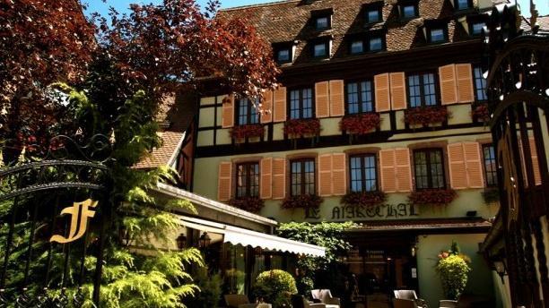 A l'Echevin - Hotel Le Maréchal Entrée côté place des six montagnes noires