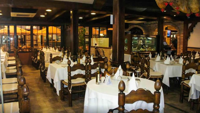 Vista sala - El Mesón y Cervecería Cruz Blanca, Benidorm
