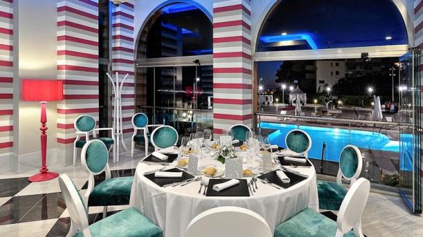 Restaurante mar y tierra hotel holiday hydros en Piscina interior precio