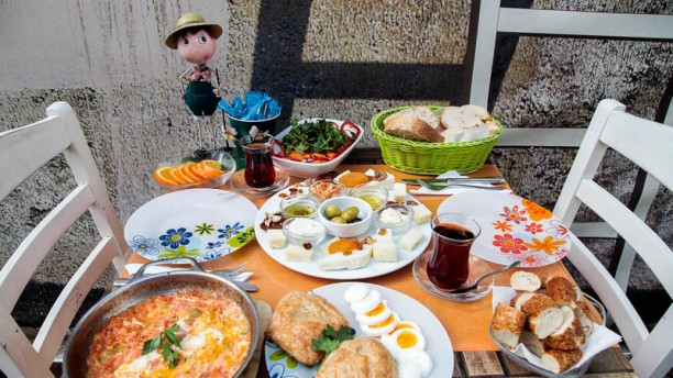 Süt Yumurta Reçel - Bahçe Table with heats