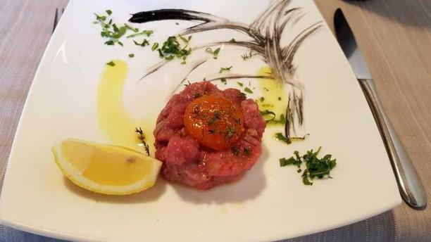 Punto Italy (Ristorante e Pizzeria) battuta di carne con rosso d' uovo marinato al sale