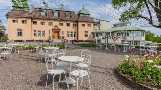 Restaurang Såstaholm Såstaholm entré sommar