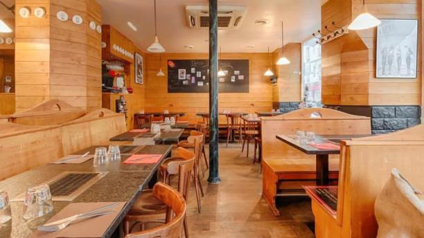 restaurant les fondus de la raclette jules joffrin paris 75018 montmartre menu avis. Black Bedroom Furniture Sets. Home Design Ideas