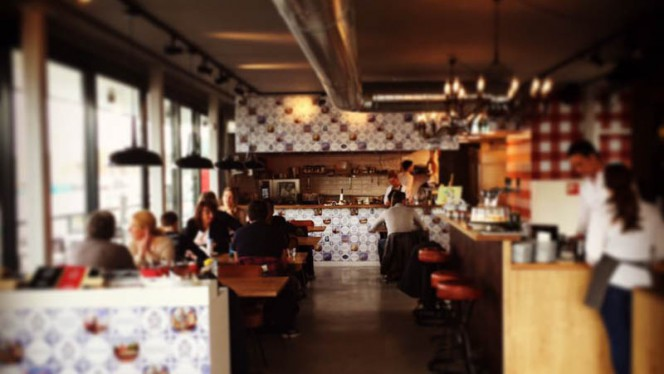 Het restaurant - Oma Toos, Den Haag