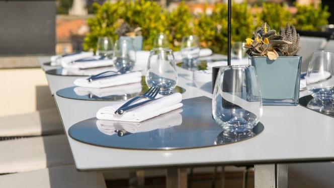 Particolare tavolo - Acquaroof Terrazza Molinari, Rome