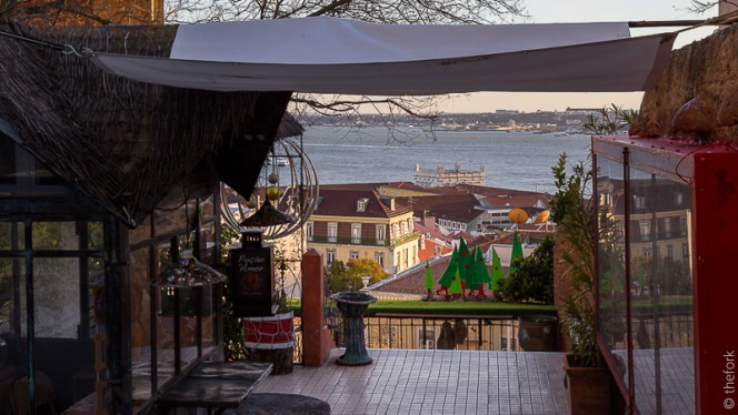 entrada - Chapitô à Mesa - Terrace Grill, Lisboa