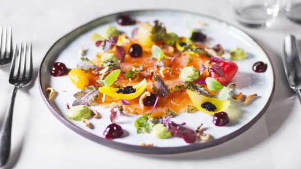 De Gelegenheid Zalm, groenten zoet-zuur, rode bieten gel