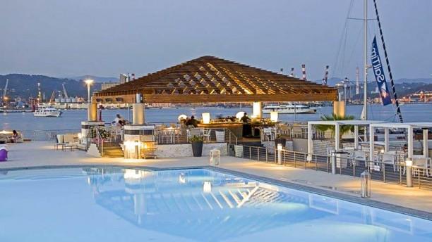 Akua da Oscar La terrazza e la piscina
