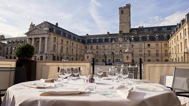 Restaurant Le Pré aux Clercs Zoom sur la terrasse