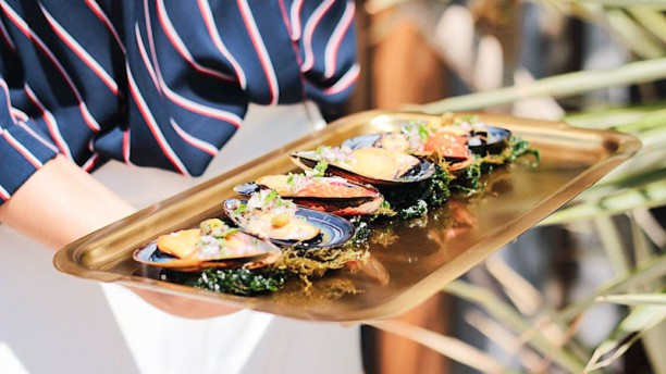 Red fish in barcelona restaurant reviews menu and for Red fish catering